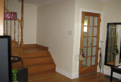 2)新打磨地板; 3)新粉刷墙面; 4)新换厨房台面和瓷砖; 5)新洗手台