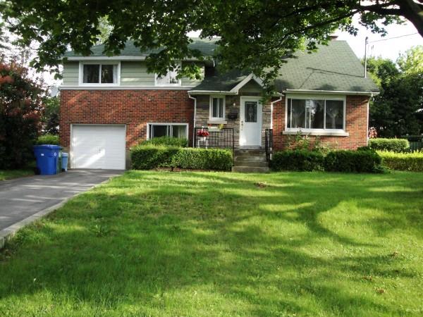 出售住宅魅力西岛错层别墅,4卧室,大院落,35.9万 $359,000
